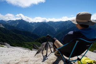 北燕岳頂上で友人とゆっくり珈琲を飲む